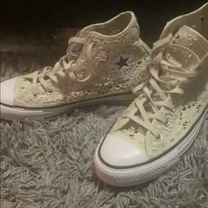 Lace Converse All-Stars (cream)